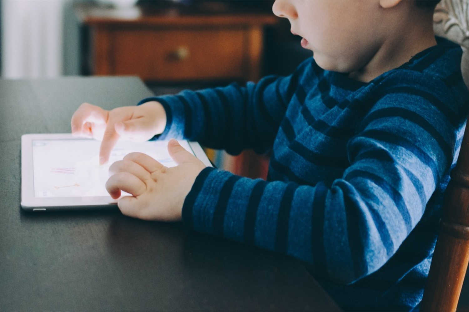LET'S TALK ABOUT SCREEN TIME!