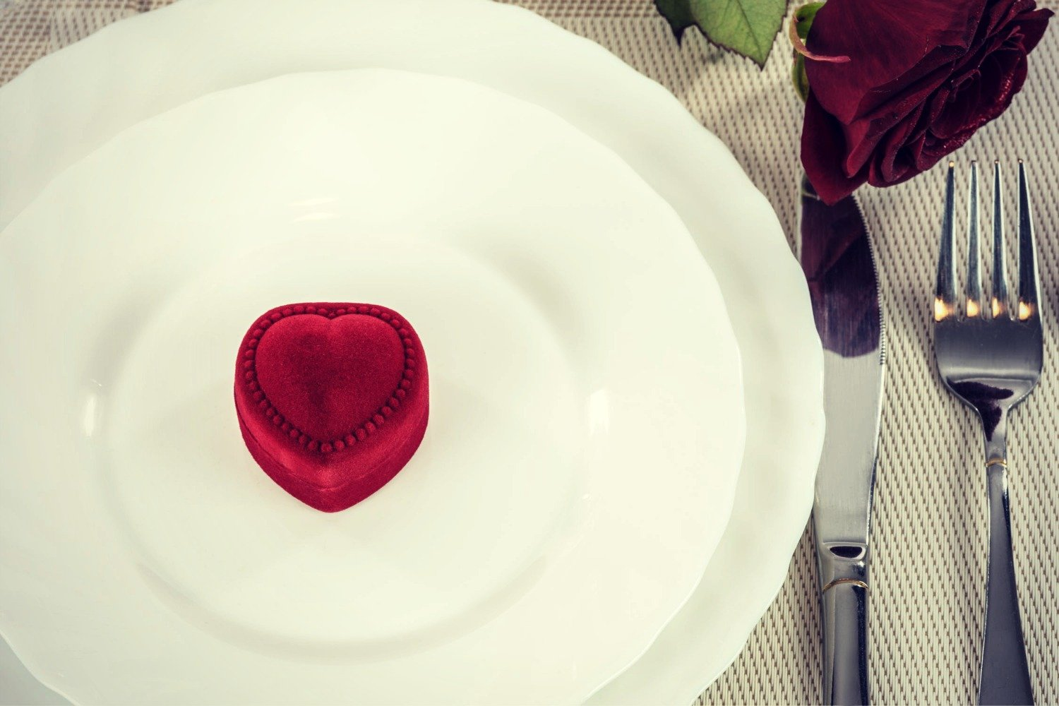 LOVE IS ALL AROUND –  VALENTINE'S DAY DINING INSPIRATION