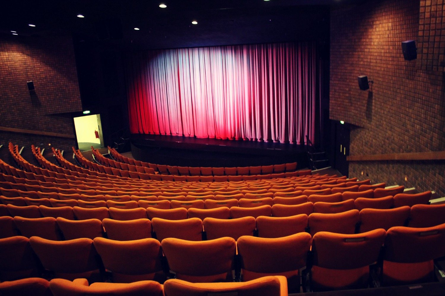 HELP SAVE THE LEATHERHEAD THEATRE…