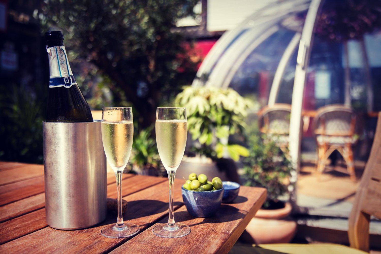 6 LOCAL RESTAURANTS / PUBS FOR AL FRESCO DINING…